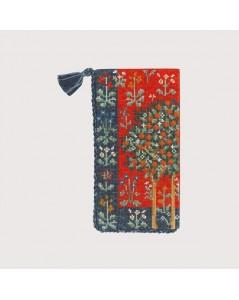 Spectacle case medieval motive. Embroidery kit. Le Bonheur des Dames 3227