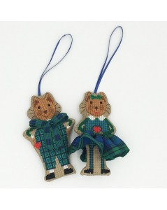 Cats dressed in blue-green tartan to cross stitch. Decorative suspensions.