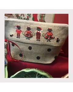 Trousse brodée au petit point - quatre chats habillés en rouge et noir, Noël. Le Bonheur des Dames 9027.