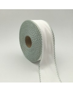 Roll of 6 points/cm Aida band. White coton band with light green edge.