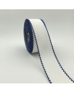 Roll of 7 points/cm Aida band. White coton band with navy blue edge.