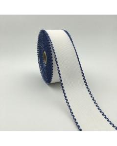 Rouleau bande à broder en Aida 7 points/cm, en coton avec bord en couleur bleu marine.