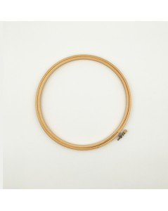 Wooden embroidery hoop with a screw. Le Bonheur de Dames. EH8