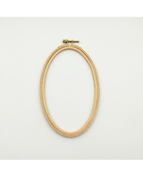 Tambour à broder en bois oval et un vis métallique. Le Bonheur des Dames EHO9