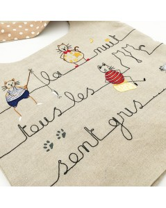 Motive cats and mice. Printed design. Traditional embroidery. Handbag to sew and to stitch. 2910