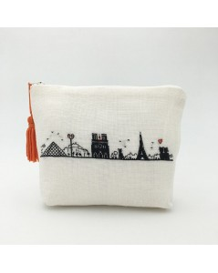 White evenweave linen pochette to embroider by petit point. Motive Left bank   of Paris. 9028