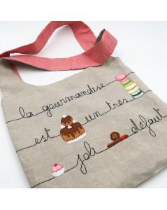 Kit broderie sac en lin avec motif gâteau et macarons. Le Bonheur des Dames 2915_M. Version brodée.