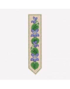 Marque-page imprimé à broder façon traditionnelle. Motive fleurs mauves, clématites. Le Bonheur des Dames. 4718