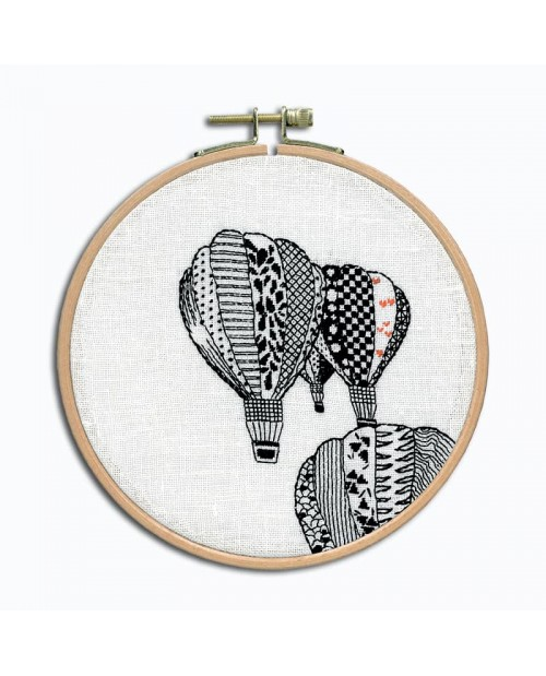 Cheetah. Petit point embroidery kit. To stitch on white linen with black threads.  Le Bonheur des Dames 3664