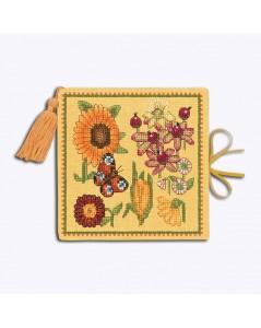 Étui à aiguilles carnet en lin jaune, brodé. Motif: fleurs jaunes, bordeaux, oranges. Le Bonheur des Dames 3477