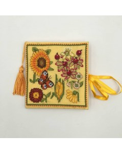 Needle case made of yellow linen with embroidered yellow, orange and dark-red flowers. Le Bonheur des Dames 3477
