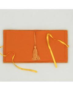 Inside part of needle case made of orange felt. Le Bonheur des Dames 3477