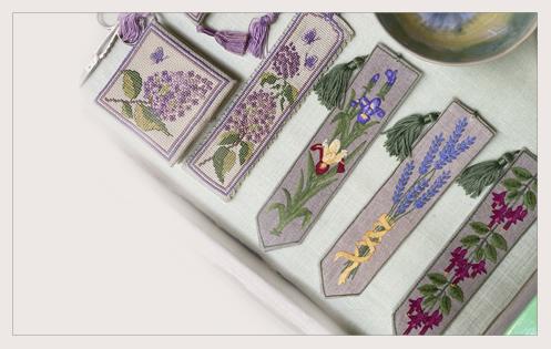Marque-pages imprimés. Fleurs. Broderie traditionnelle. Vitrine Passage Verdeau. Le Bonheur des Dames